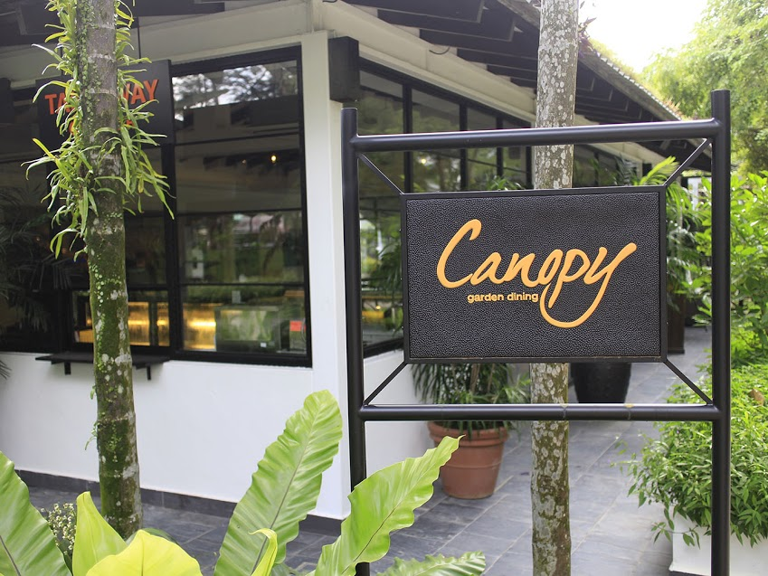 Located just beside the dog run space at the Bishan-Ang Mo Kio Park Canopy Garden Dining fits in nicely with its natural surroundings. & Canopy Garden Dining At Bishan-Ang Mo Kio Park