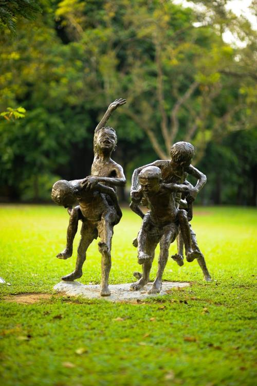 chang kuda sculpture at lawn e