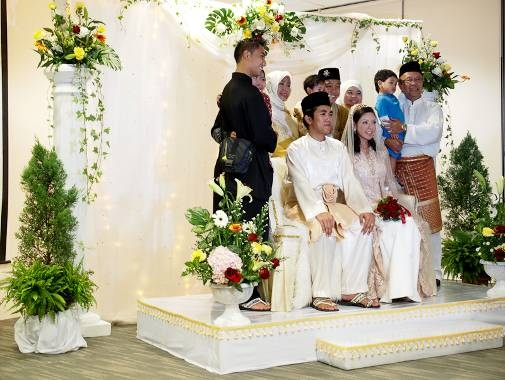 The Pelamin Or Ceremonial Wedding Dais Was Lavishly Adorned With Blooms That Complemented S English Garden Theme