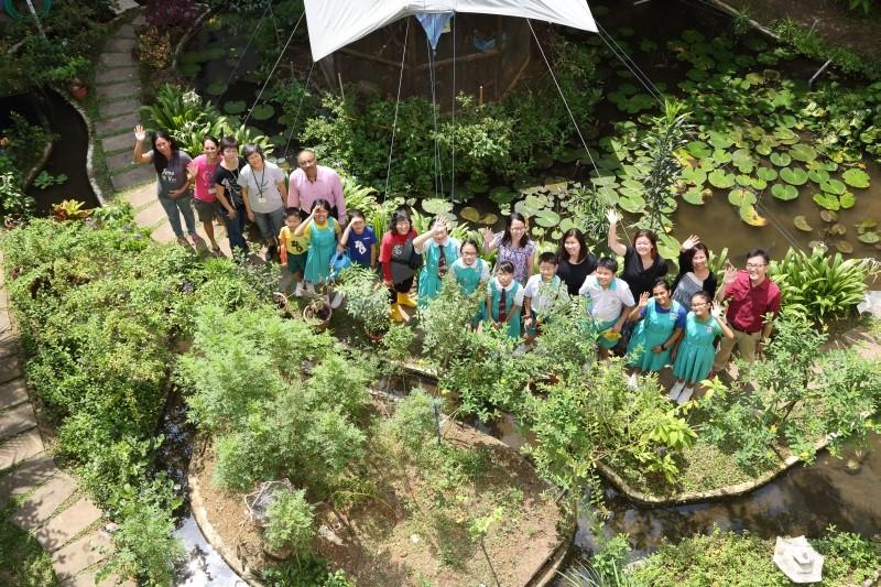 Schools What Is A Community Garden Community Gardens Gardening National Parks Board